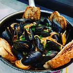 Linguine with mussels