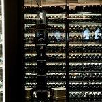 Weinschrank im Hotelrestaurant
