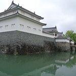 再建された櫓と門