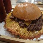صورة فوتوغرافية لـ Burger on 16