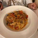 Spaghetti mit Thunfisch, Oliven und Tomatensauce