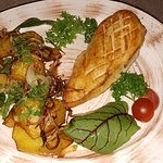 Куриное филе на гриле и картошка по-домашнему