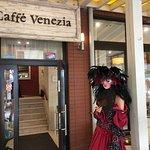 wejście z tarasu do kawiarni