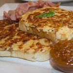 Cafe21 Welsh Rarebit, with smoked Bacon and Rustic onion Chutney