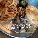 Foto van Gourdough's Big Fat Donuts