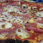Foto de Mano a Mano Pizzeria y Empanadillería