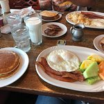 Foto de Rise N Dine Pancake Cafe