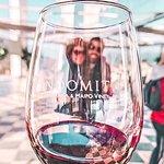 Indomita sem dúvida é uma das vinícolas mais deslumbrantes para se conhecer no Chile. Situada no Valle Casablanca, possui uma estrutura digna dos mercados mais exigentes, com uma arquitetura de fino gosto, rodeada pelos parreirais de onde são produzidos seus famosos vinhos. Vem com a Alfatur e descubra o por que do Chile ser um dos maiores fornecedores de vinho do mundo.