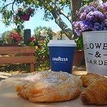 Πρωινό στην αυλή!