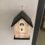 schöne Idee, Vogelhaus dient zur Rücknahme der Zimmerkarten