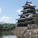 残雪の北アルプスと松本城