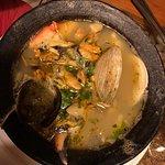 sopa marinera, pescado y mariscos