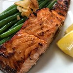 Prepared food case: roast salmon with green beans