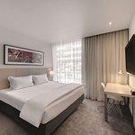 travelodge hotel docklands melbourne guest room king