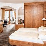 Romantiksuite - 45m² geräumige Suite mit allergikerfreundlichem Vinylboden in Holzoptik, Klimaanlage, Flat-Tv, Loggia zur Südseite mit wunderbarem Panoramablick, Ostbalkon, uvm...