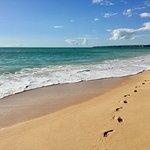 Portugal, Algarve - vanaf het strand van Gale, loop je naar het strand van Salgados (nature reserve) over het strand of door de duinen en kun je vervolgens een wandeling maken door de Salgados Lagoon.