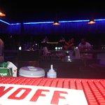 de bar op de pier is elke avond gewoon open