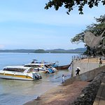 A point where tourists embark on speedboats to go to the other islands.