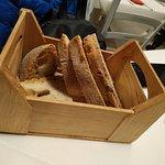 Originale Modo di presentare il pane : In cassetta di legno!