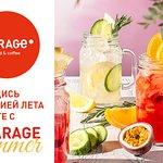 Лето с GARAGE - это яркие сочетания вкусов: попробуй оригинальные напитки от нашего шефа – освежающие и бодрящие. В знойные летние дни глоток прохладного напитка не только утолит жажду, но и наполнит энергией, подарив при этом массу новых ощущений. Зарядись энергией лета вместе с GARAGE SUMMER