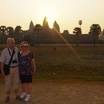 Lever de soleil à Angkor Wat en couple