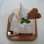 ローズカフェで頂いた薔薇のソフトクリーム。