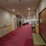場内のカウンター周辺の廊下。