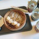 pierogi mandu z sosami