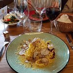 Trüffel-Pasta trifft auf rote Beete und Parmesan