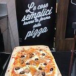 Tomato Pizza Le Gru