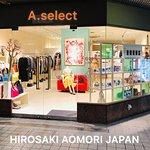 さくらで有名な 青森県弘前市の中心商店街に位置する レディスセレクトショップです  Located in downtown Hirosaki City, famous for cherry blossoms.