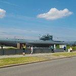 U-Boot vor dem Eingang des Ehrenmals
