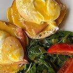Huevos Benedictinos.