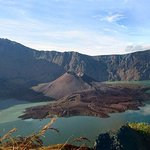mount rinjani lombok indonesia is one of the fascinating mountai for whole trekkers around the world.