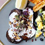 Got any lunch meetings this week? @pkcapetown is the perfect spot to escape the aircon and grab a delicious and healthy lunch. We've got loads of natural light, happy faces and - most importantly - drool worthy lunches to suit your taste. Come see for yourself! . #primalkitchen #capetown #capetownfoodie #nomnom #veggies #superfood #capetownblogger #plantlife #coffeelover #food #foodporn #healthyliving #primaleating #cleaneating #nom #foodgasm