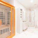 Sauna & Shower Room