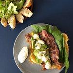 Mangez bio avec notre formule à 16€ : - Plat au choix - Petite salade bio - Boisson
