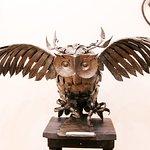 Огромная металлическая сова