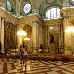 La Sala delle colonne, con statue in bronzo del '500 (l'unica fotografabile)