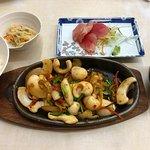 イカ炒め定食+オプションのお刺身150円付き。
