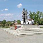 Памятник шинели