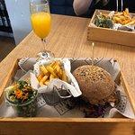 Burger z szarpaną wieprzowiną