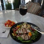 Chicken salad with warm goat cheese and roasted beetroot (10.50 euros)