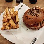 Hamburguesa pollo parma y patatas normales