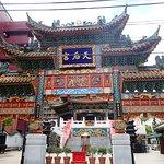 関帝廟よりも重厚感のある門ですね!!