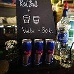 Redbull + 2x votka = 30 kn