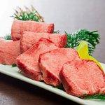 とろける美味しさ。新鮮で味わい深い『特上タン』