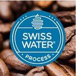 Nuestro café descafeinado con el proceso Swiss Water Process ecológico. Te sorprenderá su sabor.