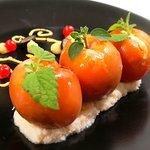 Abricots rôtis , farcis  à la crème de cardamone, sur lit de coco et gingembre