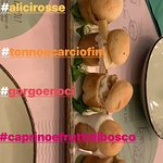 DEVASTANTE!!!! L'idea originale ma non deluderà le aspettative lo scrigno di pane con lievito madre è croccante da mangiare tutto! I mini-Bol salati e dolci sono tutti fantastici buonissimi!!